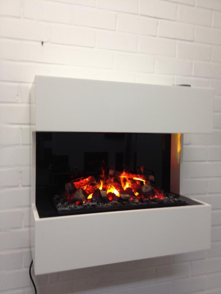 Nieuw bij 't kachelhuus, Ruby schijnvuur, door de spiegel extra effect. Voor als een rookkanaal geen optie is, het mooiste elektrische vuur!